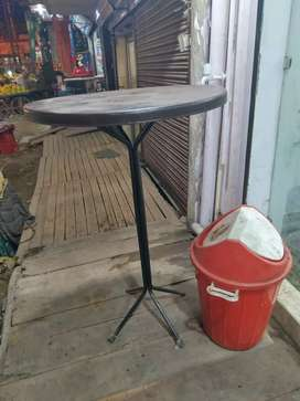 One Standing table