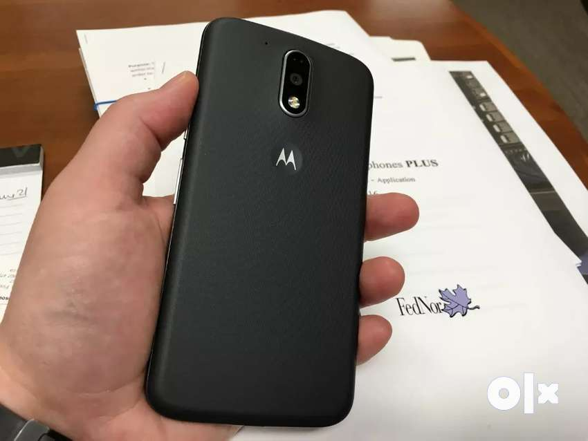 Moto g4 plus in a good condition looks like new with cover and charger 0