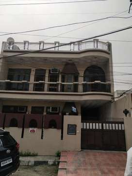 1st Floor 3 bedroom in a highly central location, main road kothi