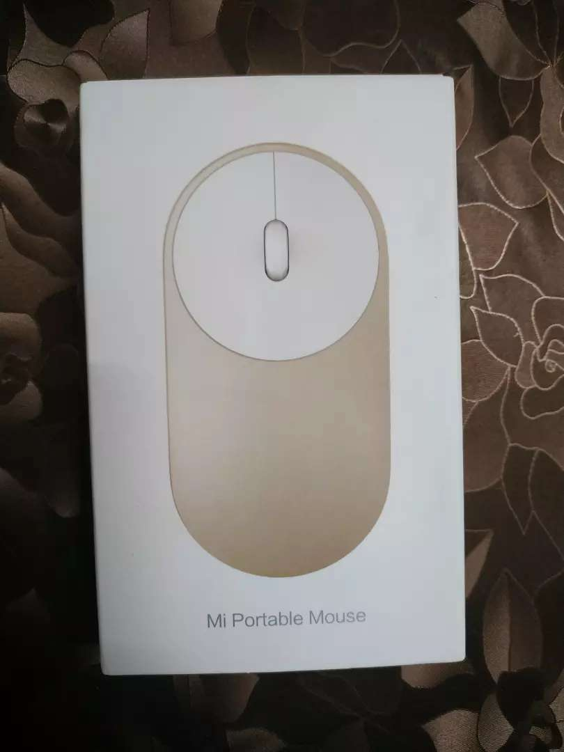 Mi Portable Mouse (connected with 2 device) (Wireless + Bluetooth) 0