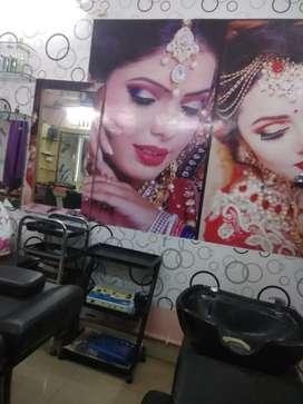 Superb condition,it's a prime location,beauty parlour for sale