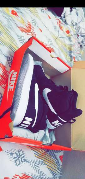 Nike shoes Mid Top sneakers