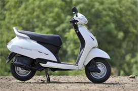 Activa on sale one hand use first owner