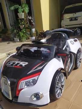 Mobil aki anak Sedan sport GTR