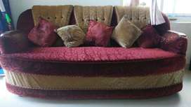 Nice and Reasonable comfortable mainlined sofa set condition 5 people
