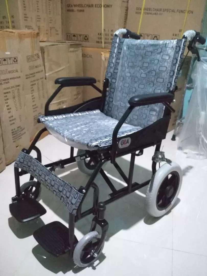 Kursi roda travelling gea hitam
