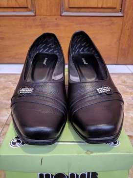 Sepatu Kerja Wanita Kulit Uk. 38