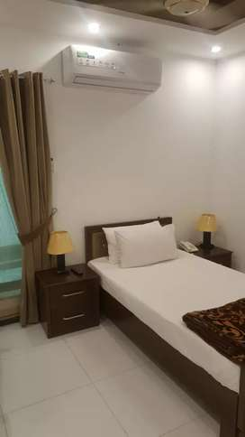 5 star living dha daily basis with breakfast.wifi.cab servise