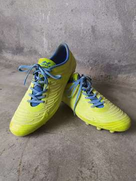 footbal sted shoes (nivia) 10 nmber
