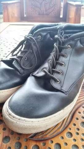 Sepatu Pria Bahan Kulit 42/43