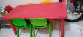 Meja dan 4 kursi informa