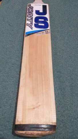 Very fairly used premium quality english willow bat for sale