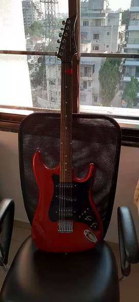 100 percent condition guitar not at all use.aweeome sound quality