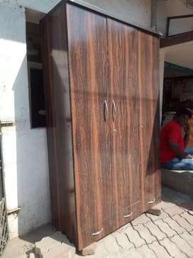 almari 2year old in good condition
