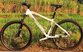 Di jual sepeda wimcycle hotrod masih bagus banget.