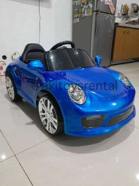 Mobil mainan aki porsche biru