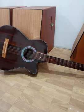 Gitar akustik berani