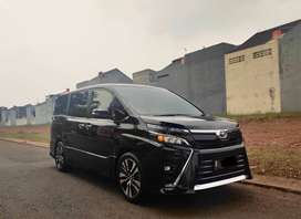 Toyota Voxy 2018 2.0 A/T