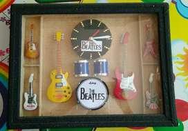 Jam dinding the beatles