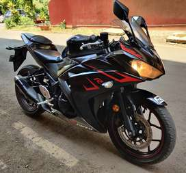 YAMAHA R3 BLACK JUNE 2017