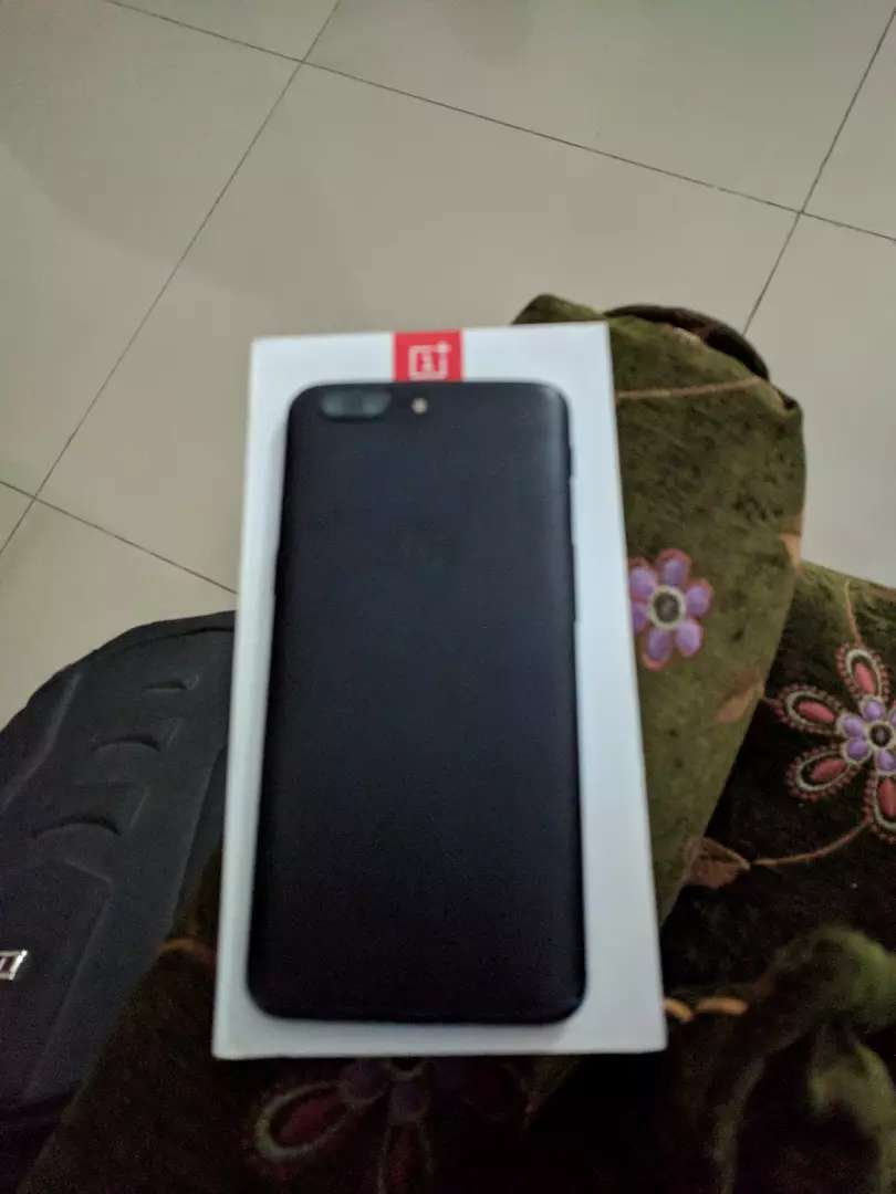 OnePlus 5( original imei matched box) neat and clean 8 /128 0