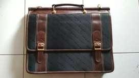 Tas kulit St Laurent asli barang simpanan, kunci masih fungsi normal