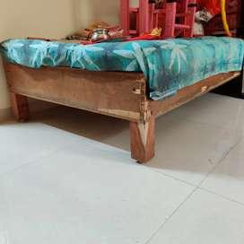Single floor bed