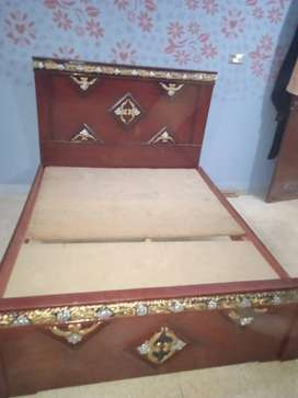 WOODEN DOUBLE BED 5x6 CONDITION 10/100