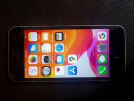 SE 32 GB - Battery - 85%  Bill- Box- charger available. No scratch