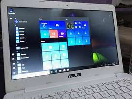 NEW CONDITION - 6 MONTH USED LAPTOP --  99366 CALL 64959