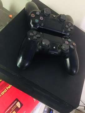 PS4 Slim 1tb two controllers