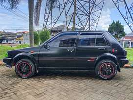 Toyota Starlet kotak 1000cc (STARKO) hitam