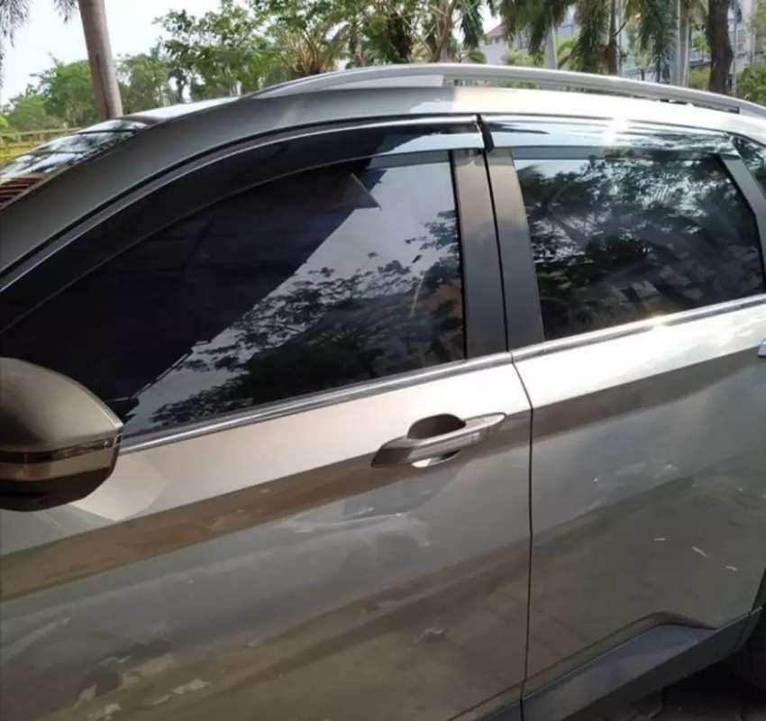 Kaca film mobil, warna hitam lebih keren