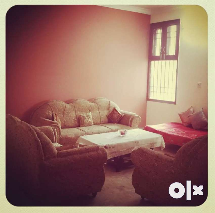 3 bhk spacious flat for sale model town 0