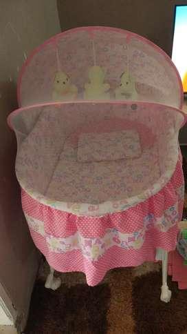 Tempat tidur bayi PLIKO
