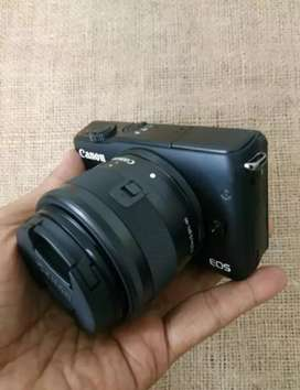 Kamera Camera Mirrorless Canon EOS M10 Fullset Kit Like New