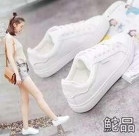 Sepatu Wanita Putih Casual