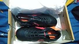 Sepatu futsal ourtuseight baru