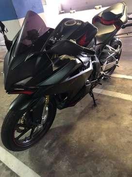 Honda CBR warna hitam, ABS
