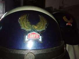 helm chip's putih biru