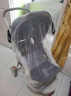stroller dan box bayi hanya tujuh ratus lima puluh