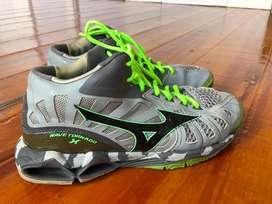 Sepatu voli. Running.