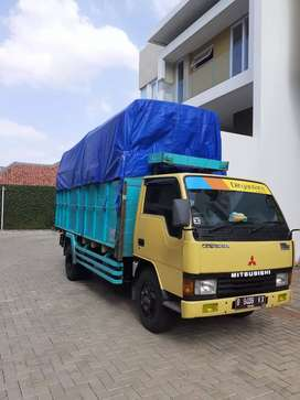 Sewa truk berikut sopir dan helpernya
