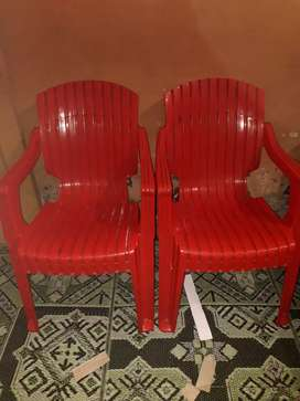 Boss plastic 4 chairs and table