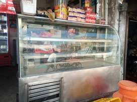 Cooling refrigerated glass display counter