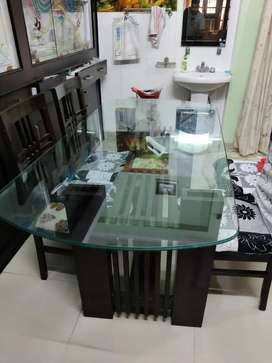 Want to sell dining table 6 seater