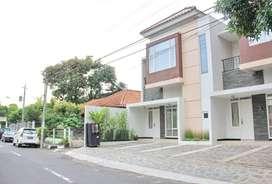 Rumah Mewah 2 Lantai di Jl Brigjen Katamso Dekat Maliobo, Cocok Kos