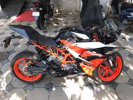 KTM RC 200 BRAND NEW !!  —- 1478 kms only !!