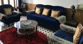 5 seater sofa with Center Table in Excellent condition