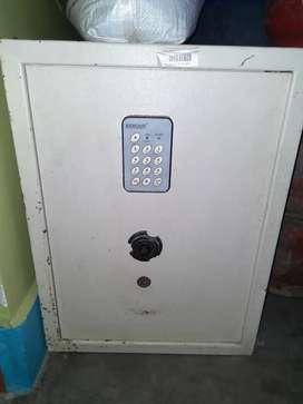 Armour locker